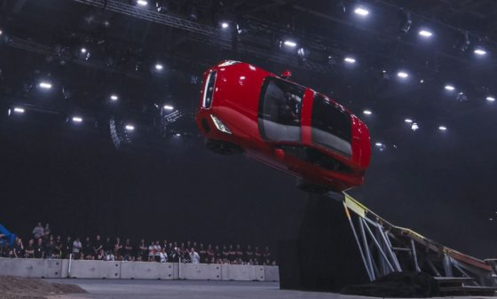 H Jaguar E-Pace έκανε Ρεκόρ Γκίνες στην ημέρα παρουσίασής της (vid)