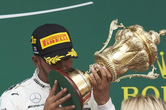Πανευτυχής ο Hamilton μετά τον θρίαμβο στο Silverstone