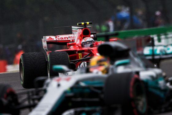 "Hamilton: «Η Ferrari έχει ""πετάξει"" λιγότερους βαθμούς από την Mercedes»"
